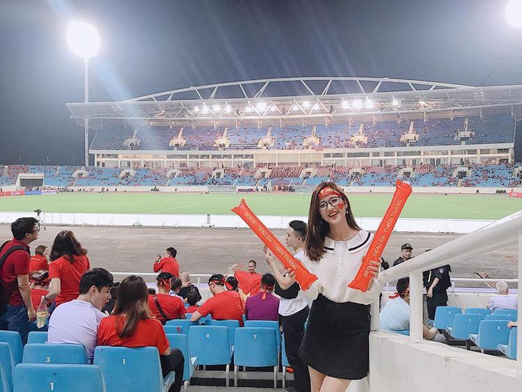 Thúy Đoàn - hotgirl cổ vũ bóng đá gây bão mạng vào tối qua trong trận Việt nam gặp đối thủ Malaysia.