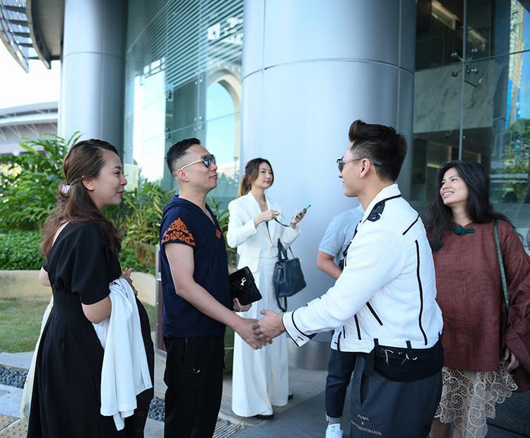 NTK hội ngộ nam ca sĩ Isaac tại Malaysia