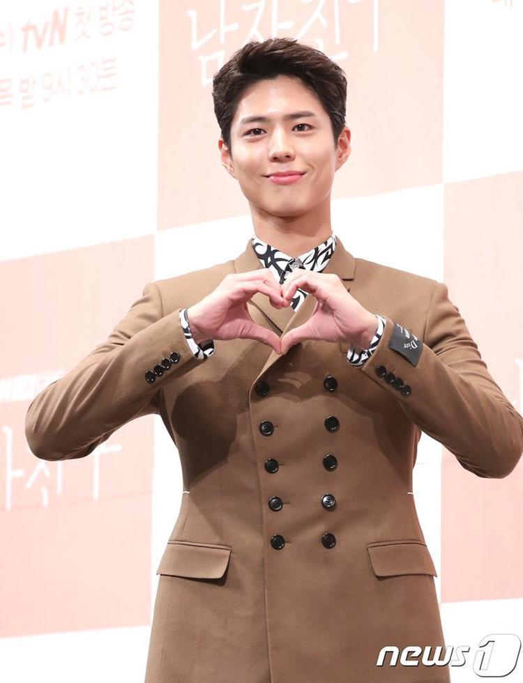 Bỏ Song Joong Ki ở nhà, Song Hye Kyo rạng rỡ sánh vai cùng tình mới Park Bo Gum Bỏ Song Joong Ki ở nhà, Song Hye Kyo rạng rỡ sánh vai cùng 'tình mới'