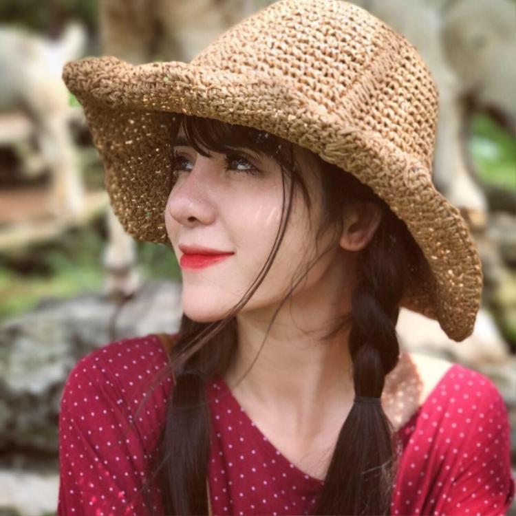 Được biết, vợ sắp cưới của Huy Cung sinh năm 1997, là sinh viên tại Học viện Báo chí và Tuyên truyền. Cô theo học chuyên ngành Báo chí Đa phương tiện. Hiện tại, Mỹ Linh cũng đang kinh doanh trong lĩnh vực làm đẹp.