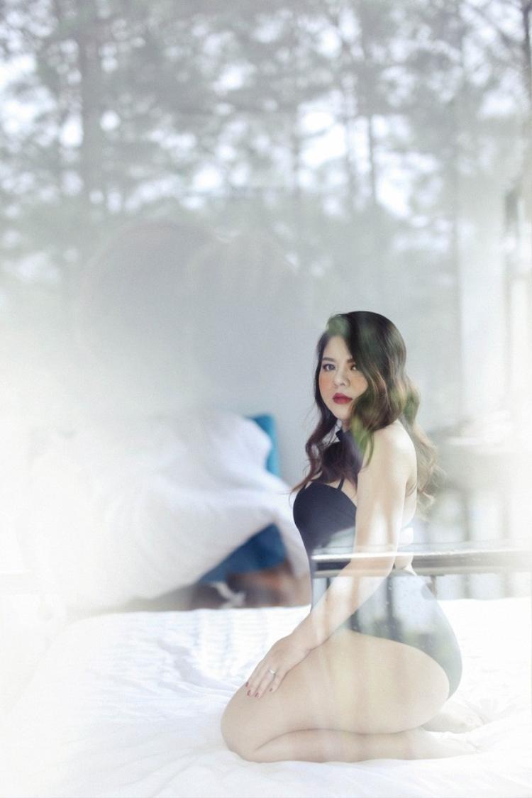 Cân nặng chưa bao giờ là vấn đề khi Khánh Hà có khuôn mặt xinh đẹp và thân hình đầy sức sống. Ngoài việc là người mẫu ngoại cỡ, cô còn có một trang blog chuyên tư vấn về cách ăn mặc, tự tin ngoại hình và làm đẹp cho phụ nữ. Dù cân nặng ngoại cỡ vẫn có cơ hội được trở thành người mẫu nổi tiếng?