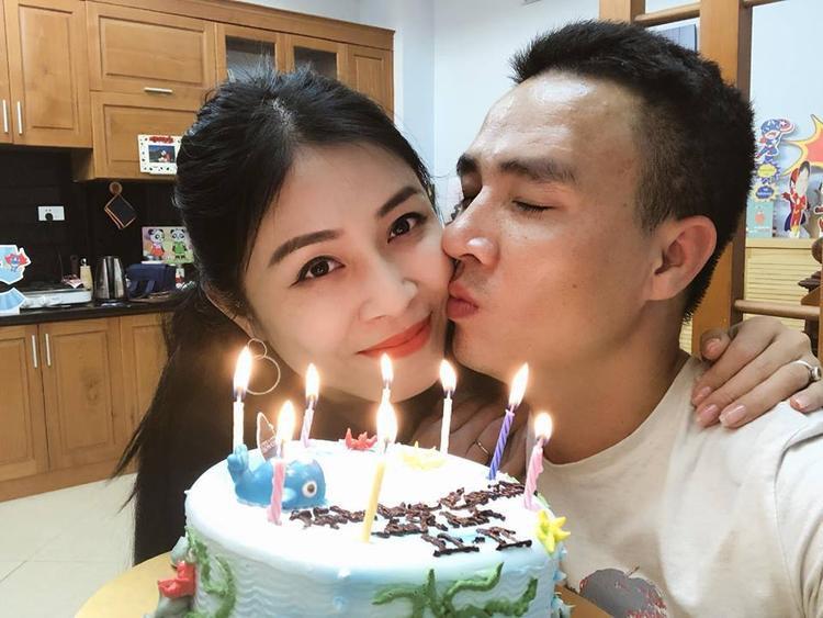 Chuyện tình tốn nhiều giấy mực báo chí của MC Hoàng Linh và chồng sắp cưới Sau tuyên bố chia tay chồng sắp cưới, MC Hoàng Linh lần đầu lộ diện