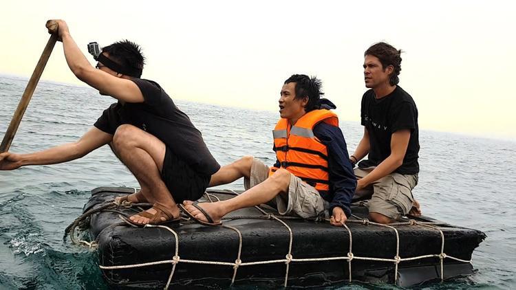 Cerezo cùng anh Lang có những trải nghiệm tuyệt vời trên một hòn đảo hoang sơ ở châu Á. Ảnh: Nhân vật cung cấp
