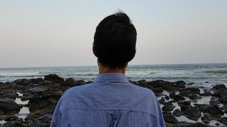 Tâm trạng của anh Lang hoàn toàn thay đổi khi tới đảo. Ảnh:Nhân vật cung cấp