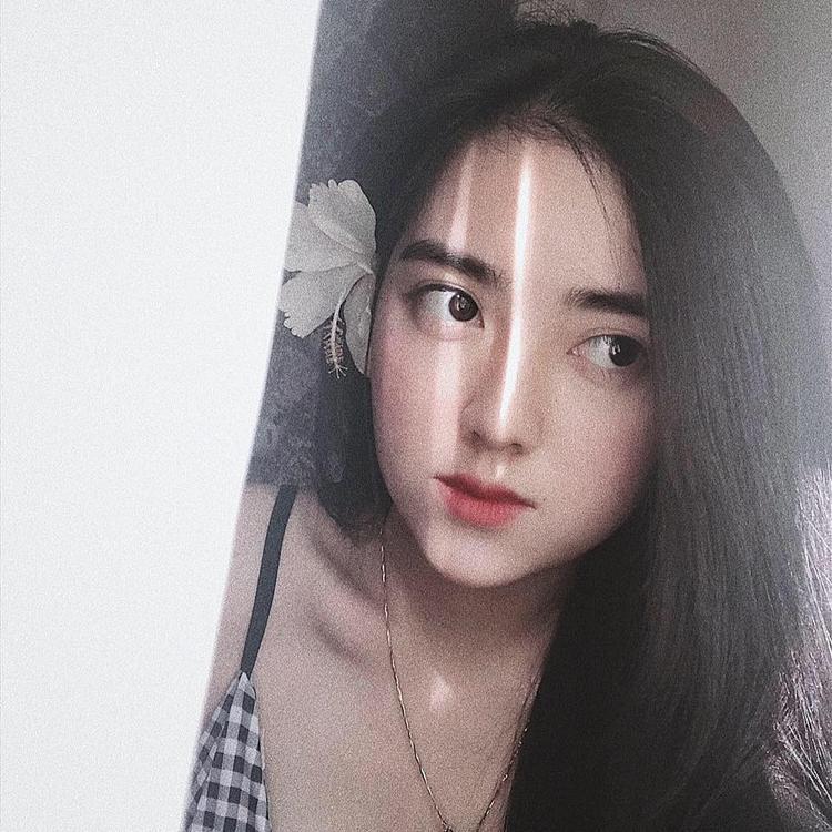 Cận cảnh gương mặt xinh đẹp của Trang.