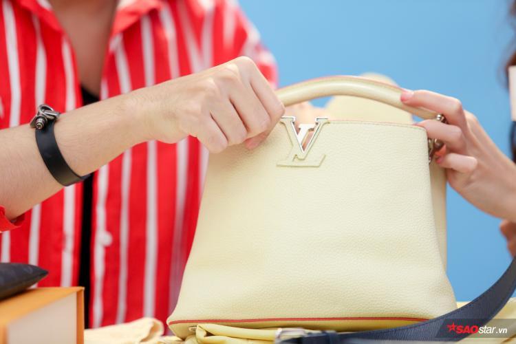 Ở chiếc túi giả sẽ có những chi tiết thừa, lỗi hoặc form sai rất dễ nhận biết.