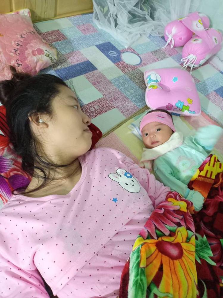 Người vợ và đứa con bé bỏng của cặp đôi