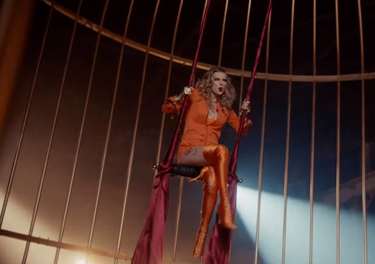 khá giống với Taylor Swift trong MV Look What You Made Me Do.