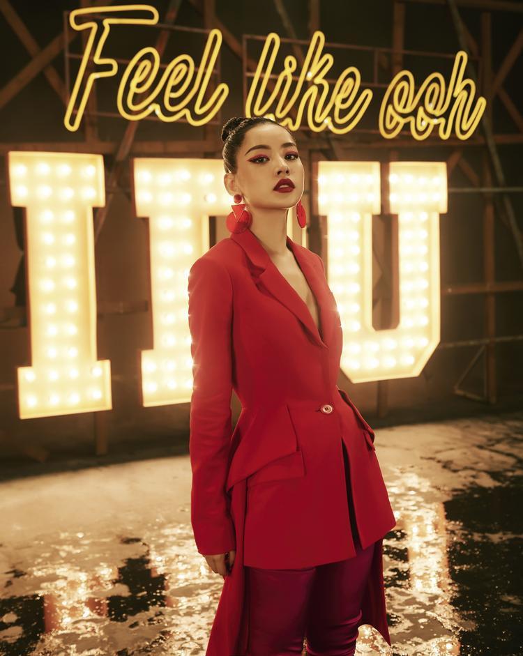 Hình ảnh Chi Pu trong MV Từ hôm nay.