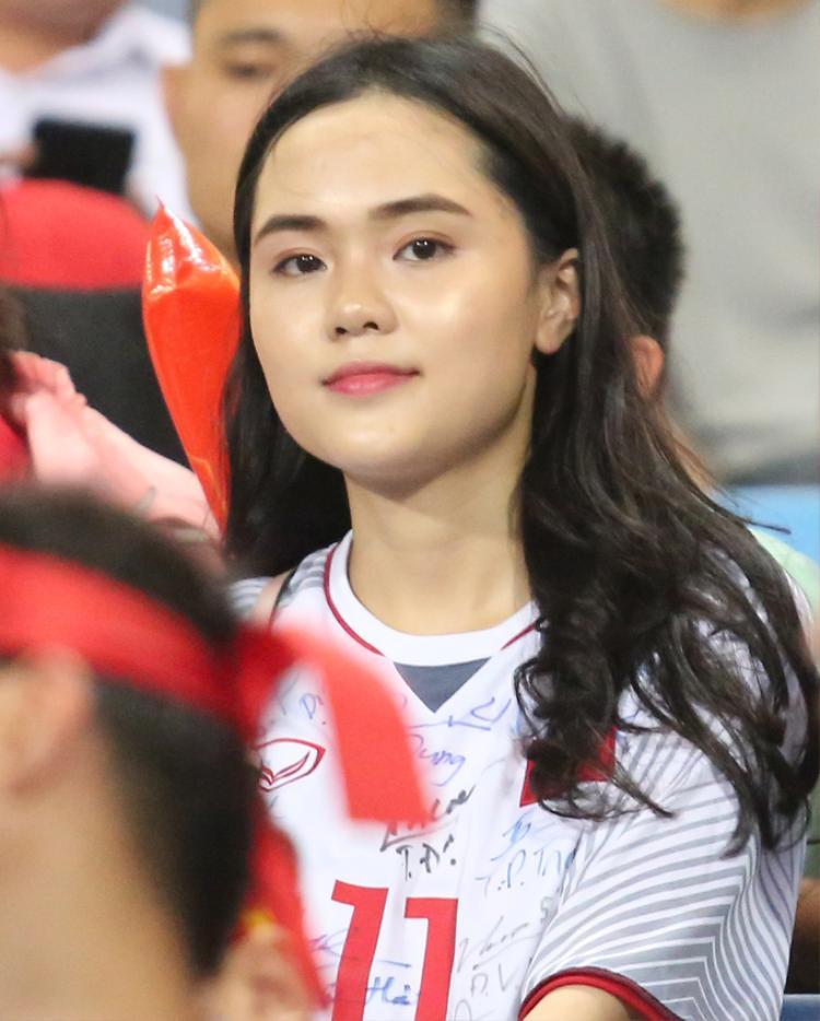 Em vợ Văn Quyết dậy sớm mua đồ cho nam vương AFF Cup 2018 - Ảnh 4.