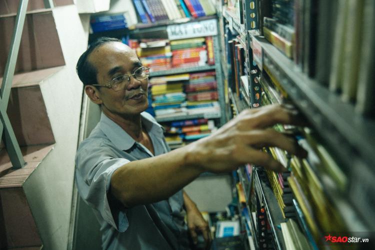 """""""Chú không biết có ai lấy sách luôn hay không vì thực tâm chú không quan trọng chuyện đó, học có lấy thì cũng để lan truyền nhiều người đọc hơn thì tốt thôi"""""""
