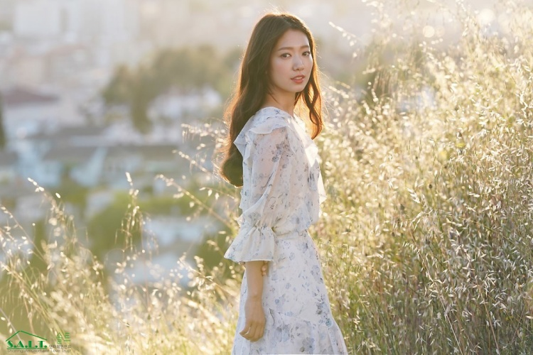 Park Shin Hye beautiful goddess on cinematic stage 'Memories Of The Alhambra'