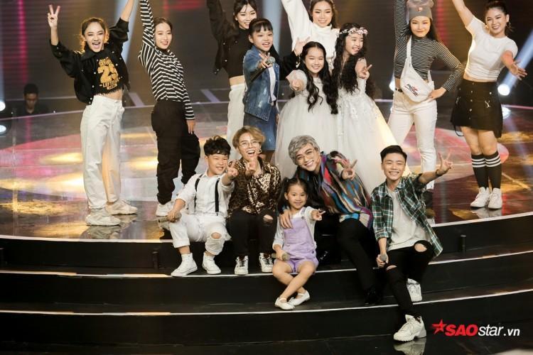 Các học trò của cả hai đã mang đến một minishow đầy cảm xúc cho khán giả The Voice Kids 2018.