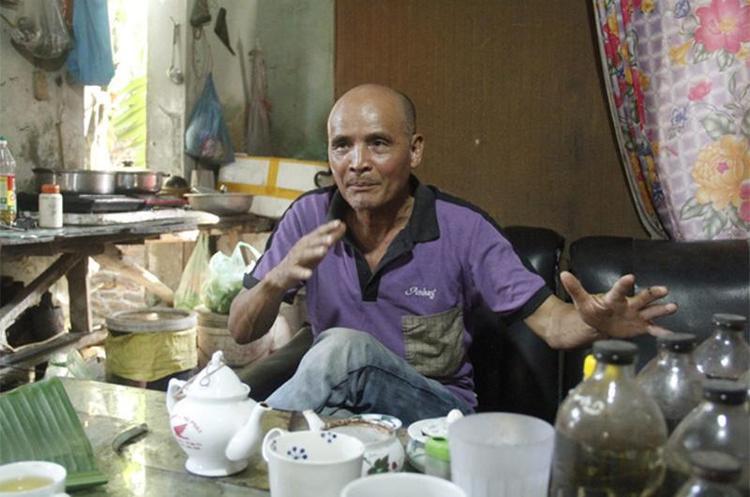 Dù 70 tuổi nhưng người đàn ông này vẫn rất tỉnh táo, minh mẫn.