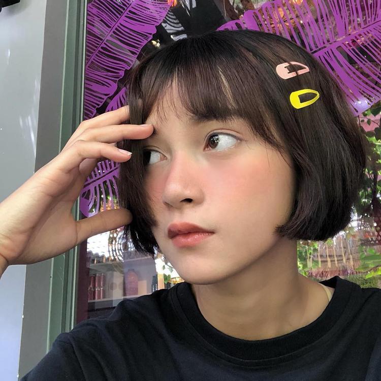 Mai Kỳ Hân cực trẻ trung và phong cách với tóc mái màu sắc.