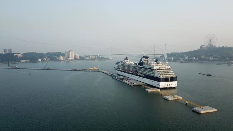 Các hạng mục chính của công trình gồm: cầu cảng, cầu dẫn, bến du thuyền, nhà ga hành khách, nhà công vụ của cơ quan chức năng.