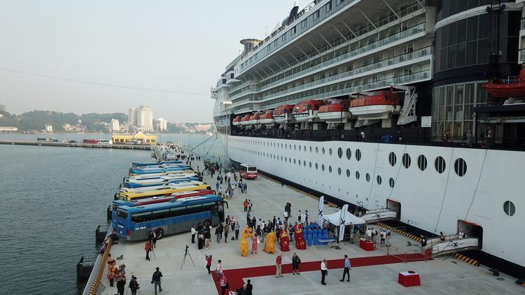 Đây là công trình giao thông bến cảng cấp đặc biệt và là cảng tàu khách du lịch quốc tế chuyên biệt đầu tiên của Việt Nam, được thiết kế đón tàu có tải trọng lớn nhất lên đến 225.000 GRT, với tổng số người lên đến 8.460 (gồm cả hành khách, thủy thủ đoàn), phục vụ được 2 tàu đậu cùng lúc.