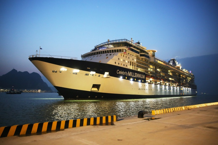 Dự kiến từ nay đến cuối năm 2018, sẽ có khoảng 10 chuyến tàu khách quốc tế nữa cập Cảng hành khách quốc tế Hạ Long.