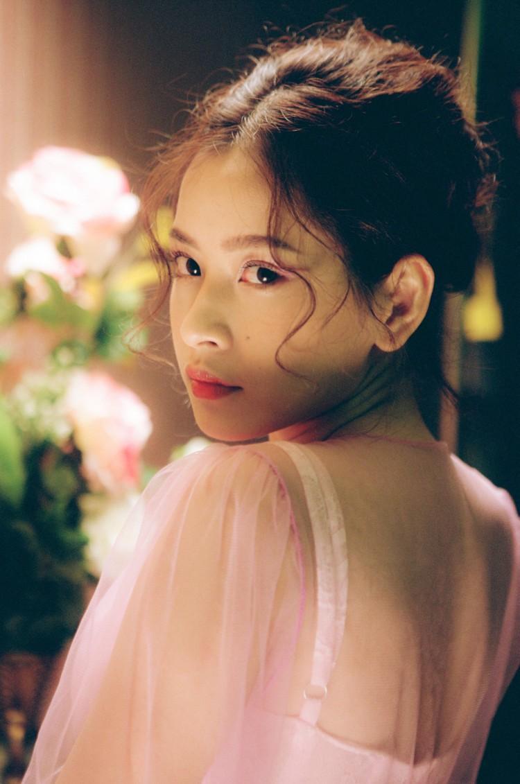 Hình ảnh Chi Pu trong MV.