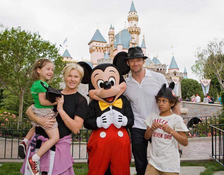 Cả gia đình The Greatest Showman đến vui chơi tại Disneyland vào năm 2009