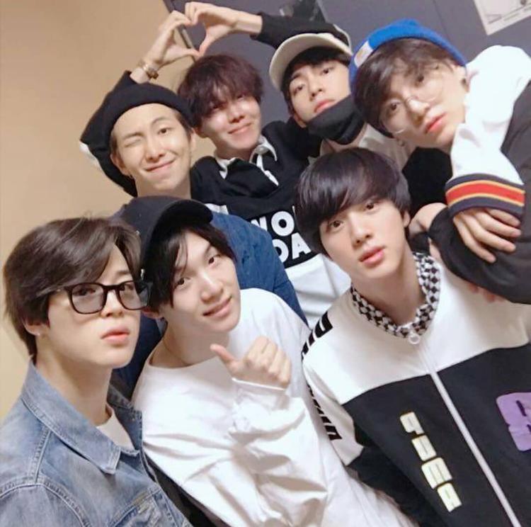 Đôi khi ta phải hổ thẹn khi ngắm mặt mộc hoàn hảo không tì vết của các thành viên BTS