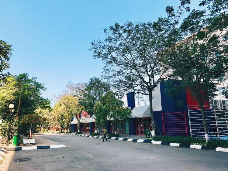 Nhân mùa phong lá đỏ, đi tìm những ngôi trường có mùa lá đổi màu đẹp nhất Việt Nam, lên hình xinh như ở trời Tây