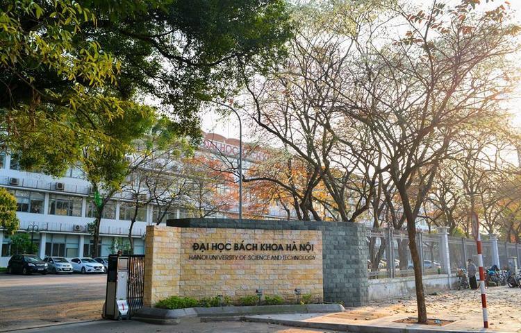 Khung cảnh thơ mộng, tuyệt đẹp như trong các bộ phim Hàn Quốc lãng mạn ở ĐH Bách khoa Hà Nội.