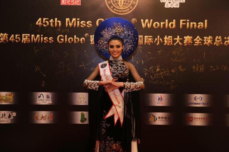 """""""Hiện tại, Tuyết vẫn còn cảm giác hạnh phúc khi được xướng tên giành danh hiệu Miss Globe Asia. Trong những ngày qua, Tuyết đã nỗ lực tập luyện mặc dù thời tiết ở Bắc Kinh rất lạnh…"""""""