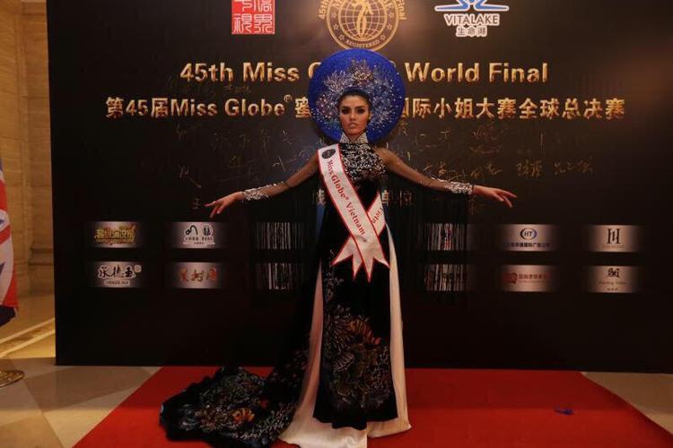 Không giấu được niềm hạnh phúc, người đẹp đã bày tỏ niềm vui của mình với khán giả ngay khi phần thi vừa kết thúc.