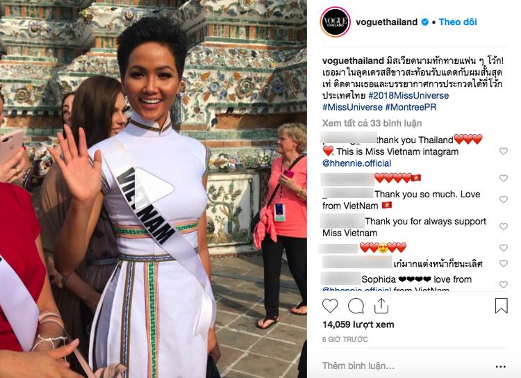 Giữa dàn cả trăm người đẹp, H'Hen Niê thuộc số hiếm được chọn xuất hiện trên Instagram của Vogue Thái với áo dài lạ