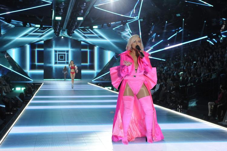 Rating Victorias Secret Fashion Show 2018 chạm đáy vực sâu: Dàn nghệ sĩ xịn xò này cũng cứu không nổi?