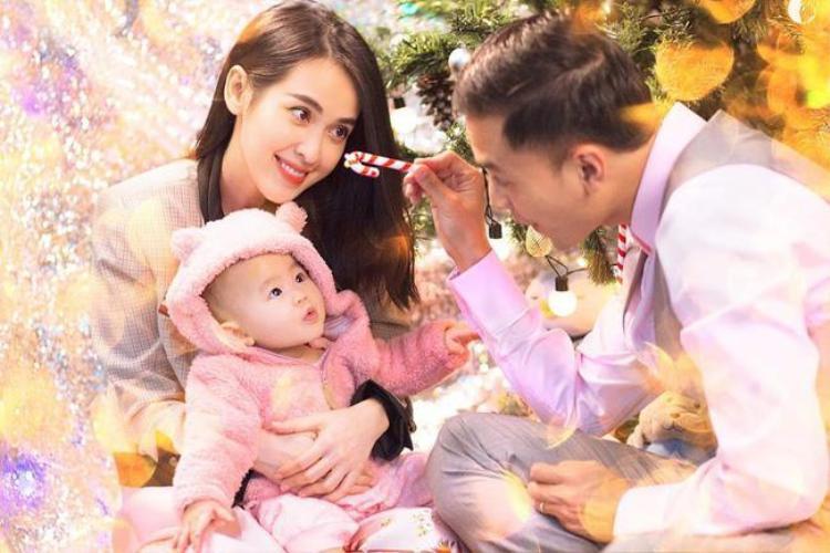 Tú Vi hạ sinh con gái đầu lòng vào ngày 2/4/2018, gia đình Tú Vi - Văn Anh vui mừng chào đón con gái đầu lòng tròn 8 tháng tuổi.
