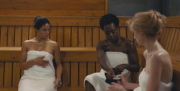 Michelle Rodriguez, Viola Davis và Elizabeth Debicki trong vai 3 người phụ nữ lâm vào cùng một hoàn cảnh nhưng lại có lối sống và tính cách hoàn toàn khác biệt.