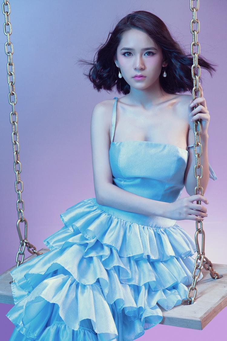 Hình ảnh mới nhất của Vân Shi trong dự án Có một ngày như thế.