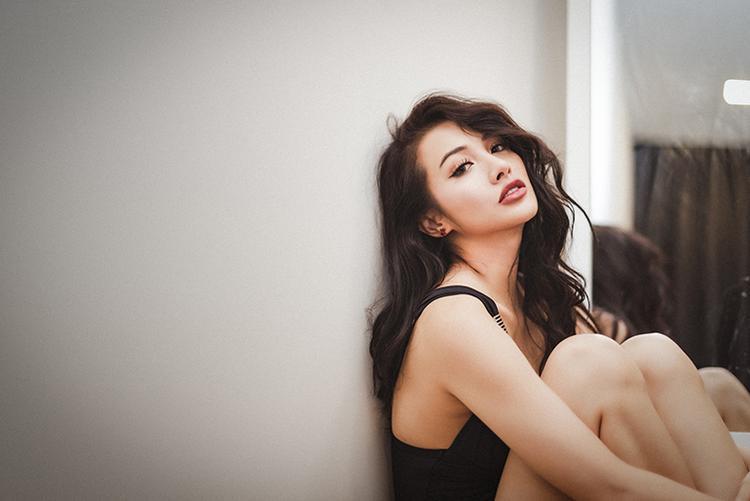 Yaya Trương Nhi sở hữu chiều cao 1,67m. Nhờ chăm chỉ luyện tập thể thao, cô hiện giờ đang sở hữu vòng eo con kiến cùng vòng 3 đáng mơ ước
