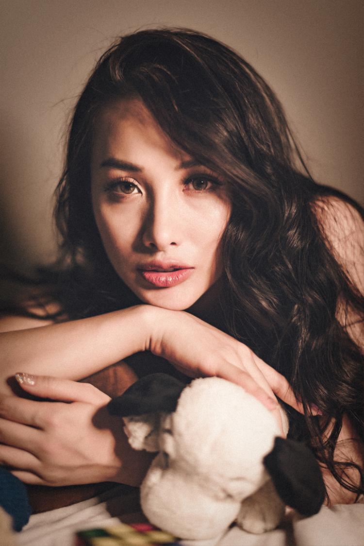 Lee Hyori Việt khoe đường cong đẹp mắt với monokini đen gợi cảm