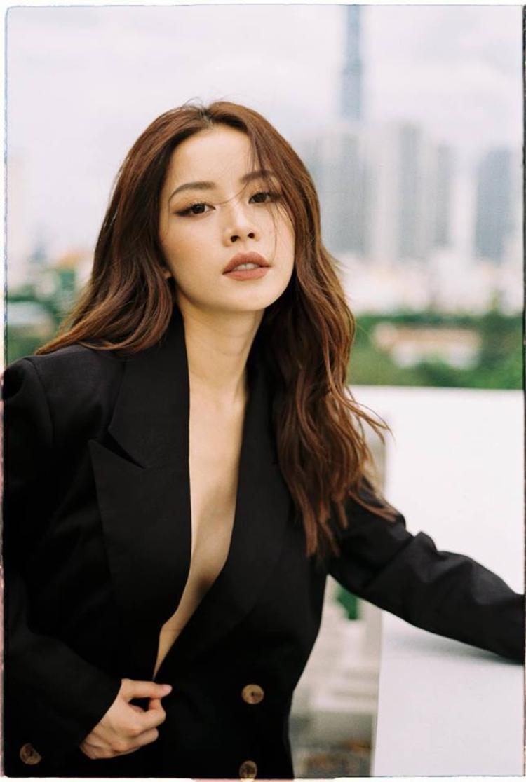 Dù hoạt động khá tích cực trong lĩnh vực âm nhạc suốt 1 năm qua nhưng Chi Pu vẫn bị loại thẳng tên khỏi danh sách đề cử hạng mục giải thưởng Làn sóng xanh 2018.