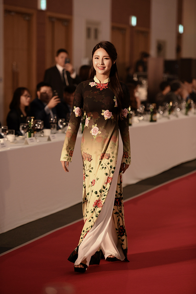Các người mẫu Hàn cũng thật xinh đẹp và yêu kiều