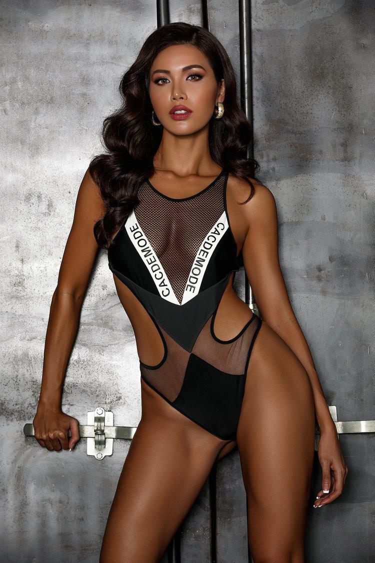 Trước thềm chung kết, Minh Tú tung bộ ảnh bikini đốt cháy cả Miss Supranational 2018