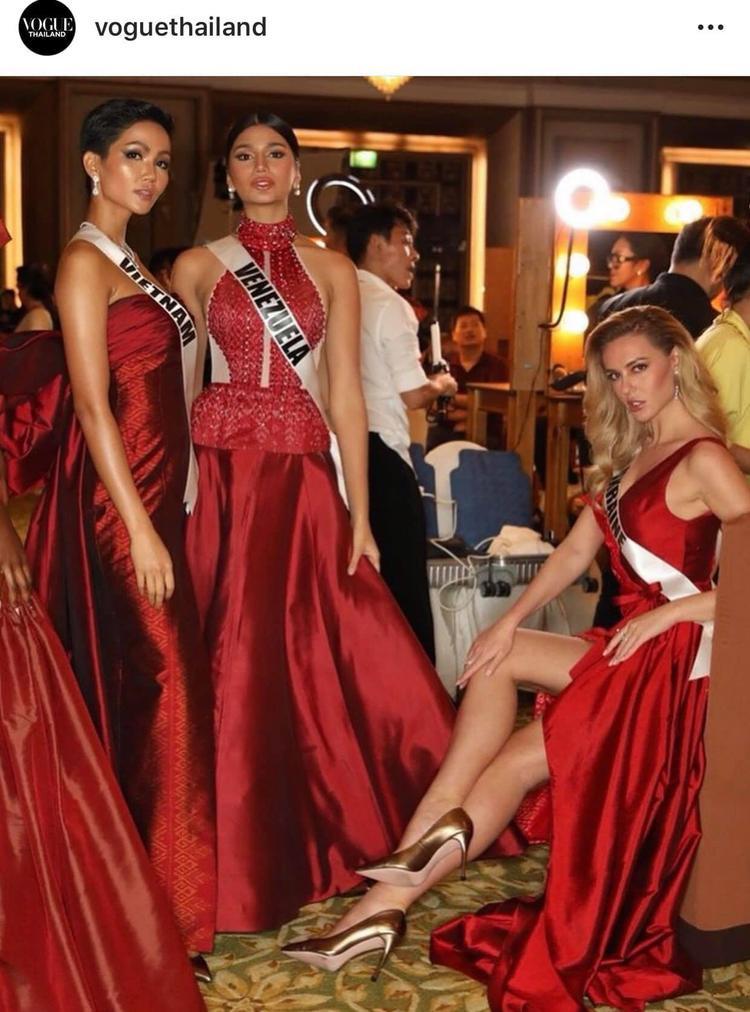 Cùng các người đẹp nổi bật trên Vogue Thái Lan.