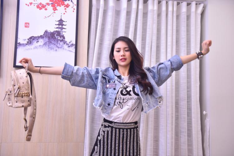Đây là vai diễn đầu tay của cô gái Hà thành, bởi vậy Quỳnh Hoa cho biết cô đang nỗ lực hết mình với hy vọng có thể tiến xa hơn trong sự nghiệp diễn xuất.