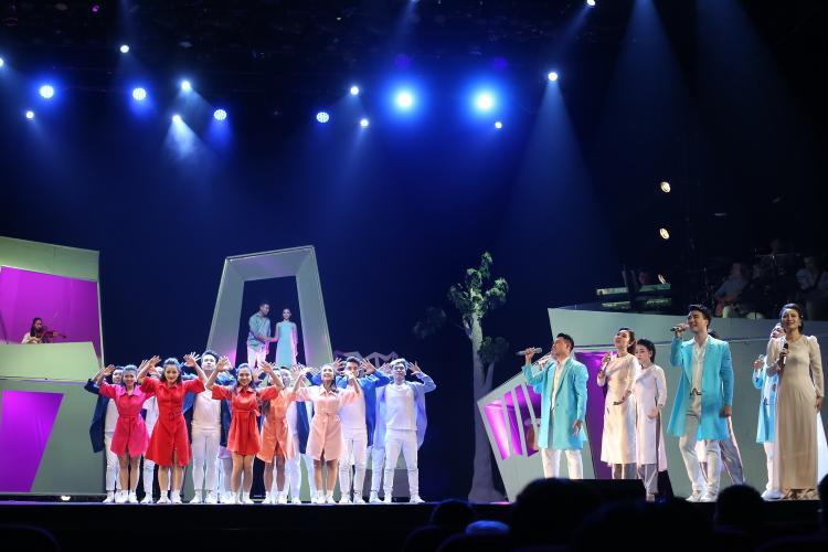 Nhà hát Thăng Long: Cờ đến tay thì phất