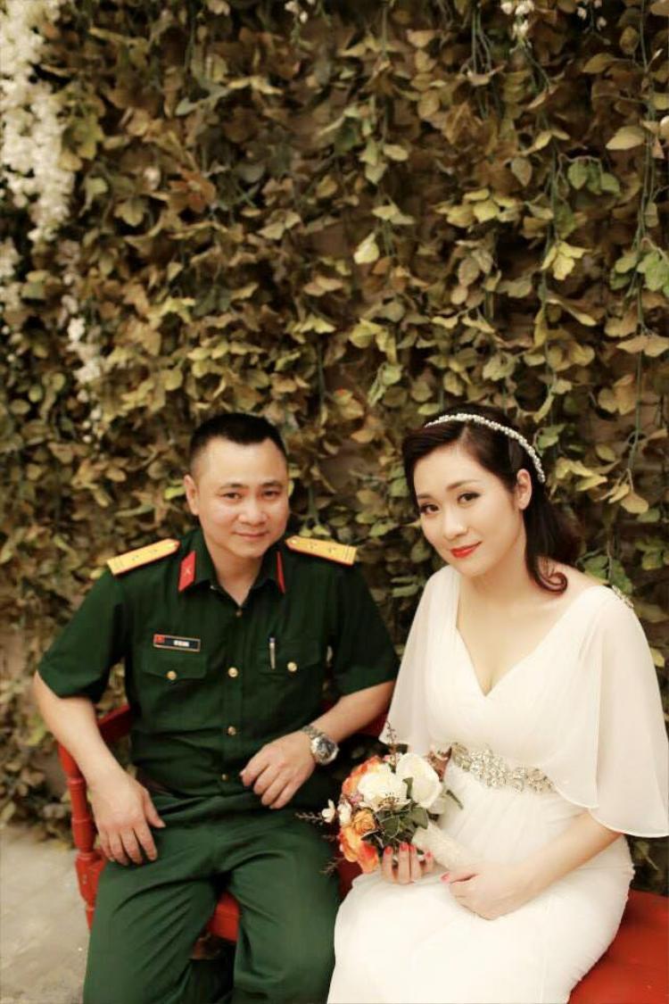 Vào năm 2015, Tự Long bất ngờ kết hôn lần 2 cùng cô dâu Minh Nguyệt, hiện cô đang công tác tại trường Đại học Văn hóa và Nghệ thuật quân đội.