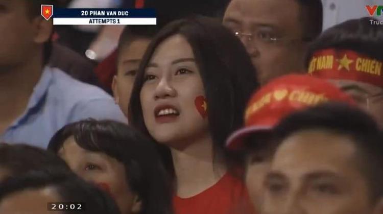 Thót tim, hồi hộp rồi vỡ òa niềm hạnh phúc cùng các chàng trai áo đỏ trên sân bóng