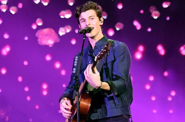 Sân khấu đỉnh nhất tại Victorias Secret Show 2018: Shawn Mendes không cần vote cũng đã thắng!