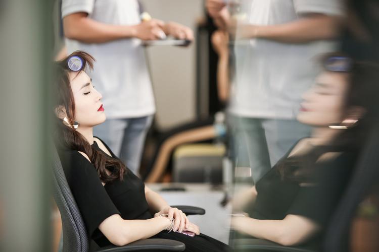 Lộ ảnh nội soi loét chảy máu dạ dày của Ninh Dương Lan Ngọc vì nhịn ăn, ép cân khi đóng phim
