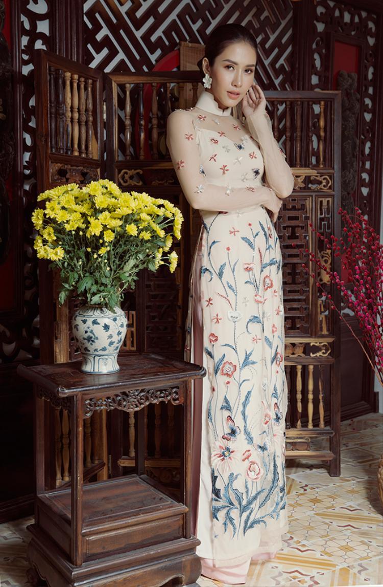 Phan Thu Quyên nền nã và đoan trang xinh đẹp