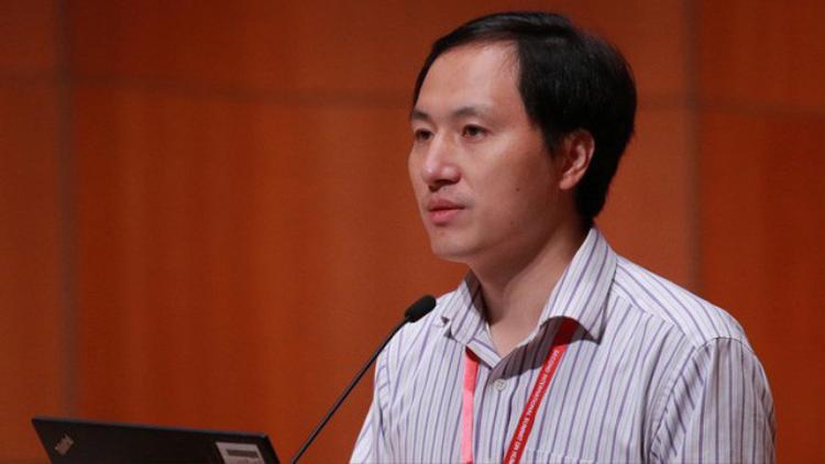 He Jiankui, nhà nghiên cứu Trung Quốc tuyên bố đã tạo ra 2 đứa trẻ chỉnh sửa gen đầu tiên trên thế giới.