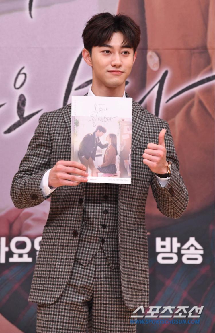 Kwak Dong Yeon nam tính, trưởng thành.
