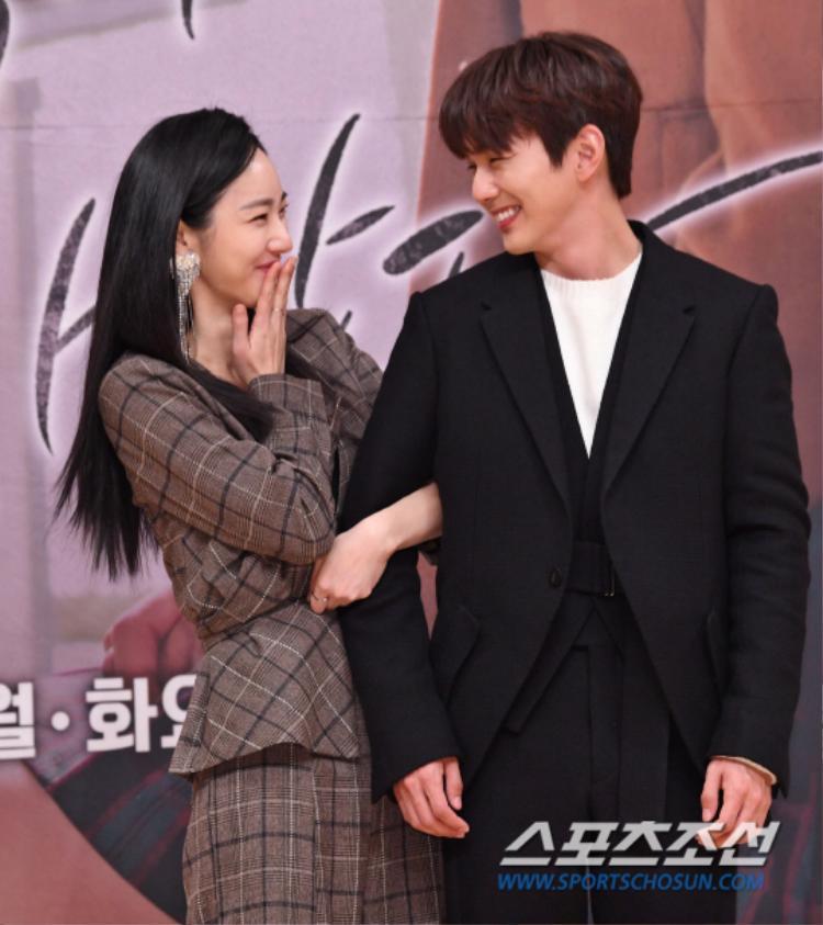 """Nhưng sao Seung Ho """"tình như bình"""" với nữ phụ thế này."""